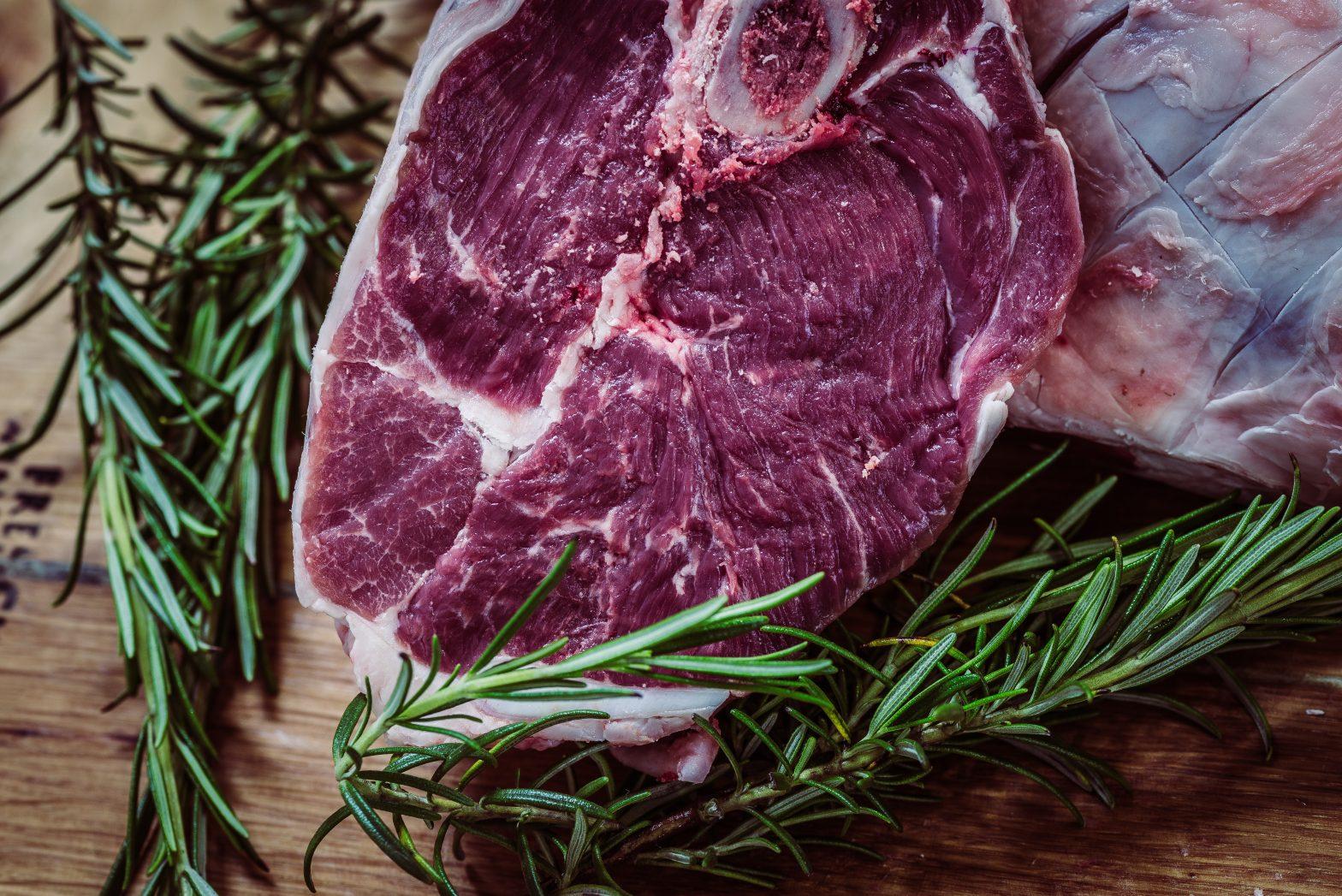 Ученые выяснили, что красное мясо вызывает рак… или нет?